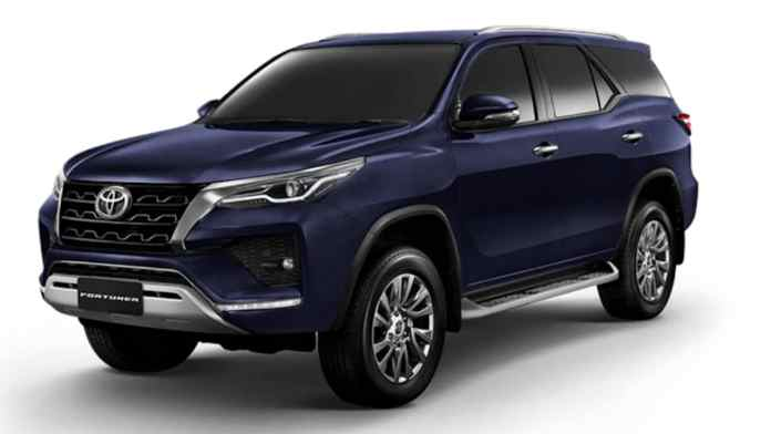 Fortuner now wears a sharper style that comes courtesy of the new headlights, which also integrate a four-pot LED setup.