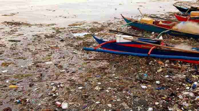 """Pasig River in Manila, Philippines was so polluted in 1990 that ecologists declared it """"biologically dead"""". However, clean-up efforts are showing some results as some stretches of the river are showing signs of marine life. Image credit: Manila Bay/Wikipedia"""