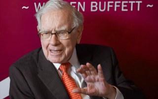 Investor Warren Buffett's fortune jumps, becomes sixth member of 0 billion club