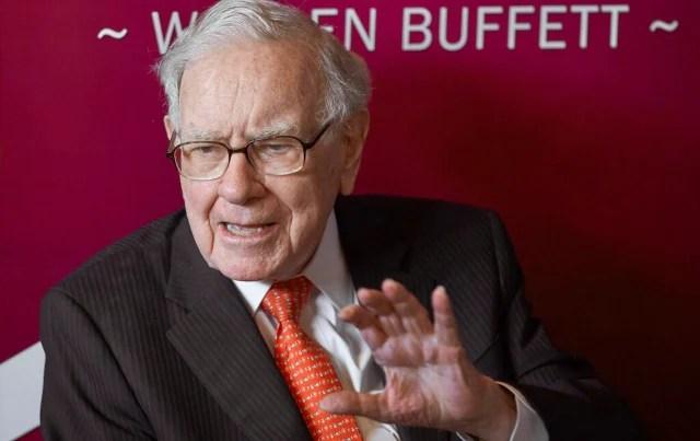 Investor Warren Buffett's fortune jumps, becomes sixth member of $100 billion club