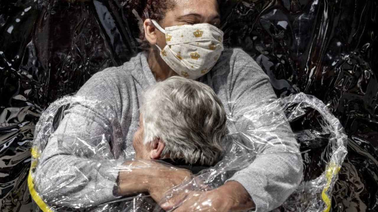 Nurse embracing patient in Brazil wearing 'hug curtain' wins World Press Photo of the Year- Technology News, Gadgetclock