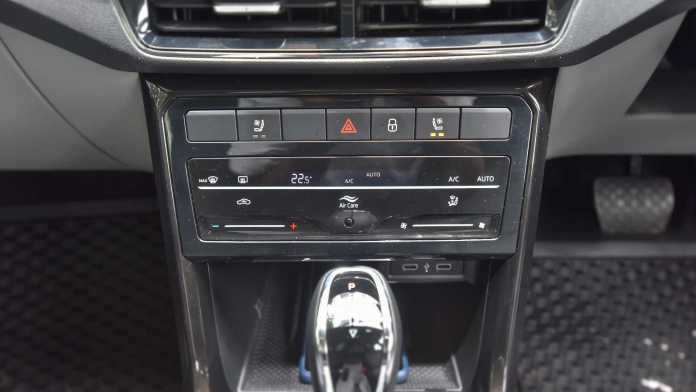 Capacitive touch controls for the climate control system provide no tactile feedback. Image: Overdrive/Anis Shaikh