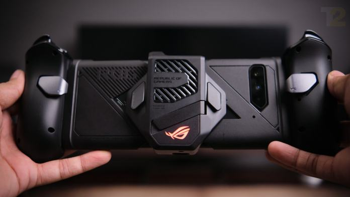 The controllers are designed well and even feature additional triggers on the underside of the controllers as well as the AeroActive Cooler S. It's too bad that the mounting mechanism for the controllers is so flimsy and awkward. Image: Anirudh Regidi
