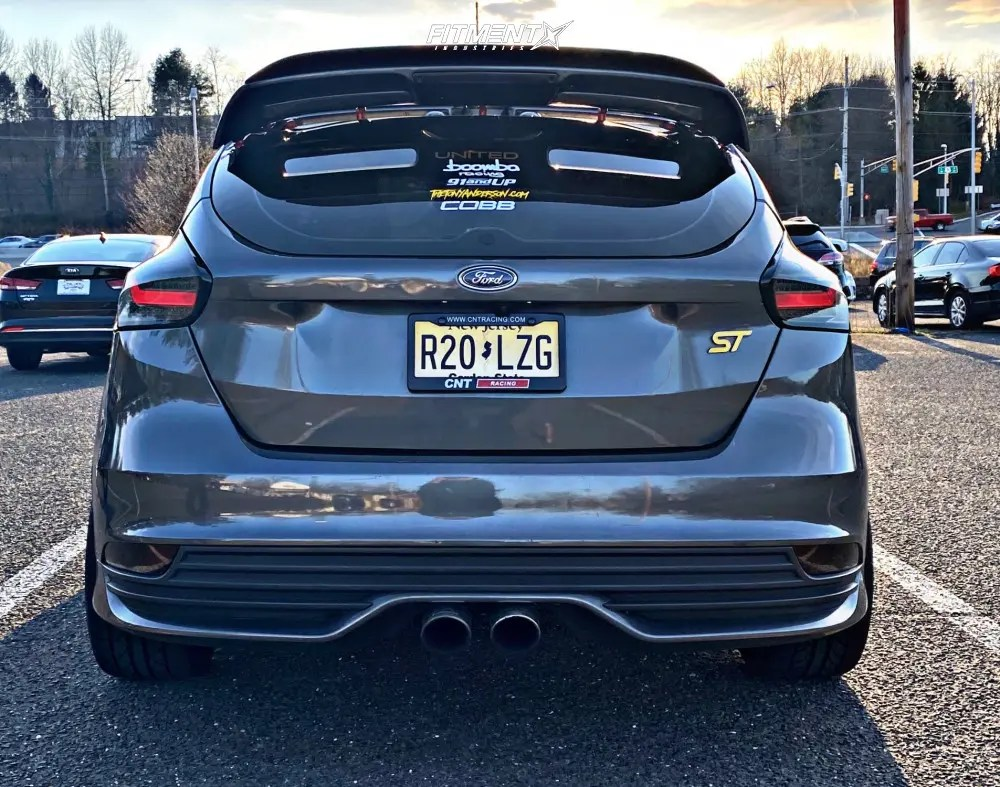 2017 ford focus st with 18x8 5 mst mt01