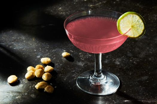 30 Classic Cocktails Recipes, From Mojitos to Martinis 18