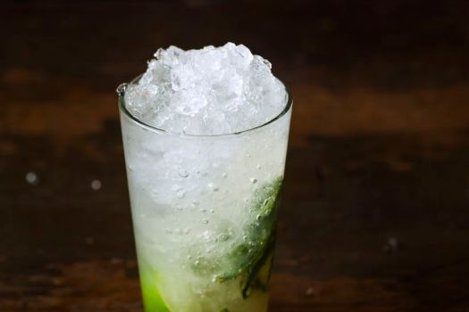 30 Classic Cocktails Recipes, From Mojitos to Martinis 17
