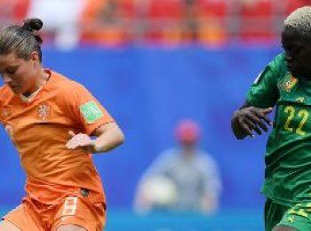 Netherlands 3 - 1 Cameroon