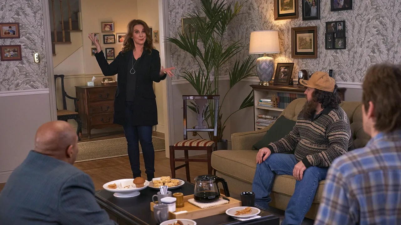 'Dysfunctional. but loving' is what actress Elizabeth Perkins calls 'The Moodys' ahead of new season on FOX