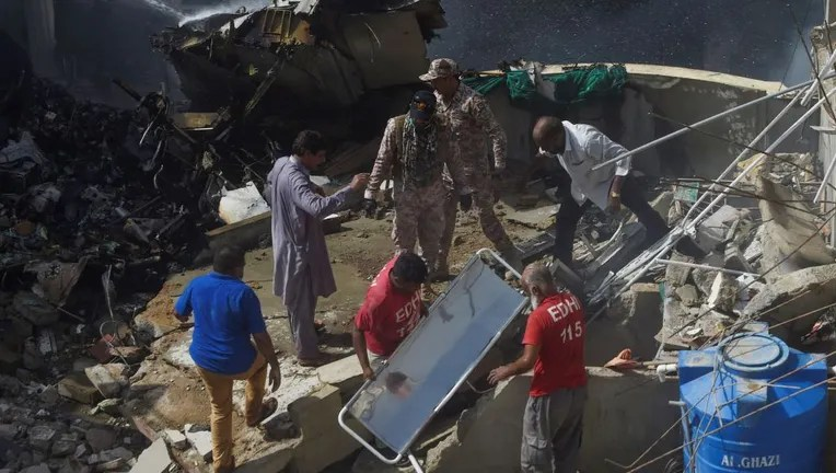 Mayor Pakistan Plane Crashes Near Karachi All 107 Killed