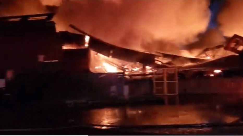 Warehouse Fire Erupts At San Francisco S Famous Fisherman