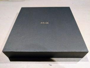 hugo-barra-xiaomi-mi-mix-2-photo-packaging-2