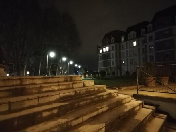 P20 Lite nuit escalier