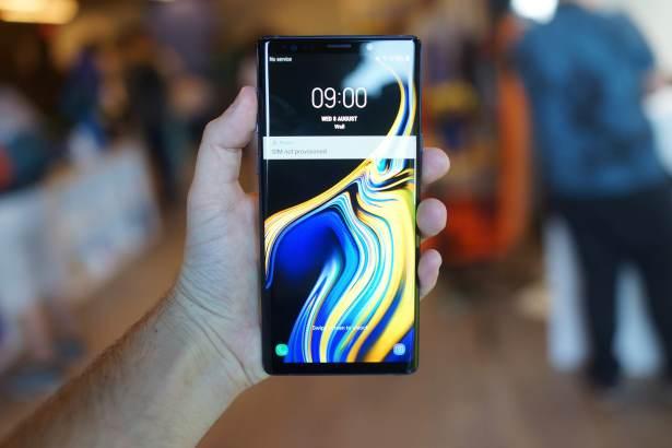 Samsung Galaxy Note 9 avant en main