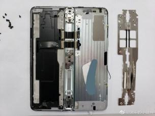 Samsung Galaxy Fold teardown 5