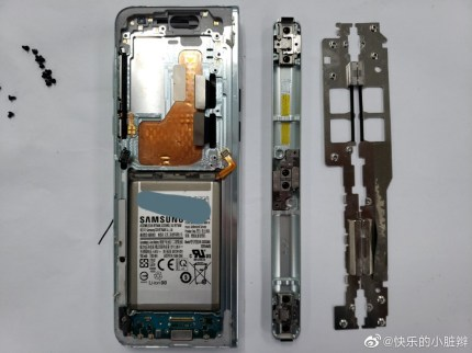 Samsung Galaxy Fold teardown 6