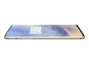OnePlus 7 Pro amande couch