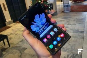 Samsung Galaxy Z Flip replié moit