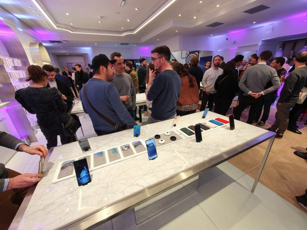 Huawei flagship store marbre