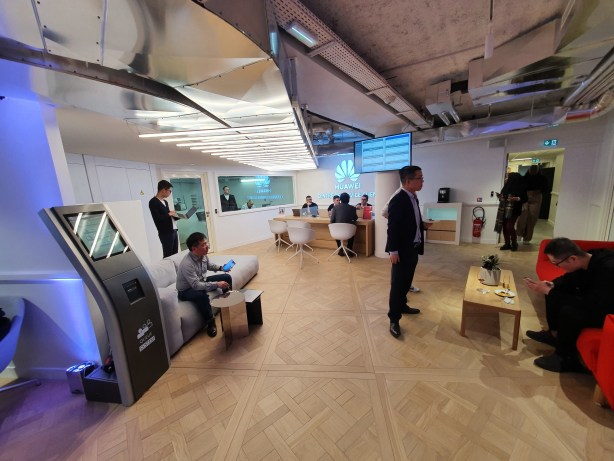 Huawei flagship store SAV