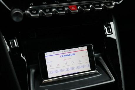 Support Smartphone Peugeot e-2008