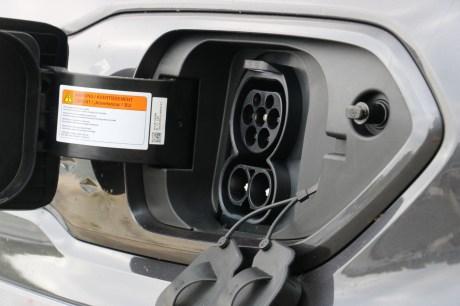 La prise de recharge du Kia e-Niro // Source: Yann Lethuillier pour Frandroid