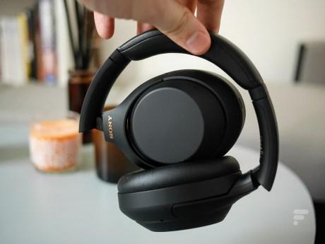 Le Sony WH-1000XM4 se plie assez facilement