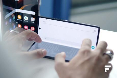 Samsung Galaxy Z Fold 2 en position laptop