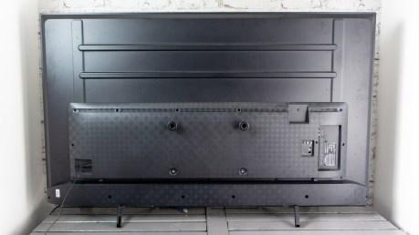 Au dos, l'emplacement des vis pour un système VESA 200 x 300 mm