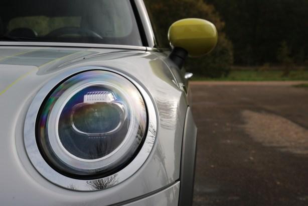 La Mini Cooper SE // Source : Yann Lethuillier pour Frandroid