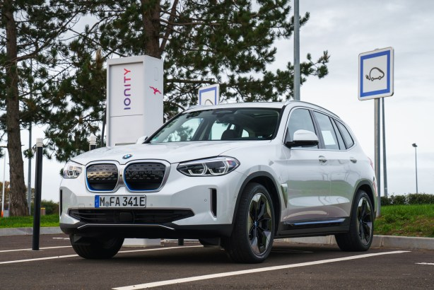 La BMW iX3 // Source : BMW France