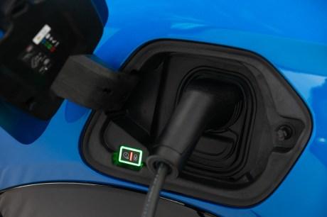 La prise de recharge de la Peugeot e-208 // Source : Peugeot France