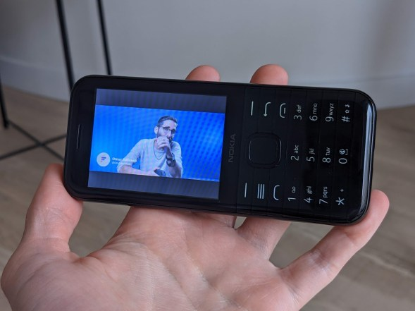 Nokia 8000 4G (10)