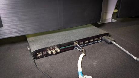 L'arrière du boîtier One Connect
