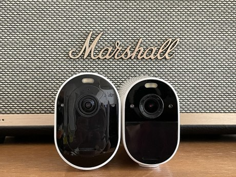 Arlo Essential Spotlight XL vs Arlo Ultra // Source : Frandroid / Yazid Amer