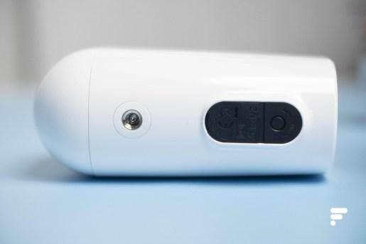 Le bouton d'appareillage de la Arlo Essential Spotlight XL est en-dessous