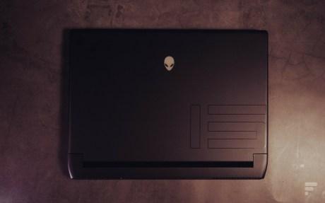 Le design de l'Alienware m15 R5 opte pour des contours arrondis. // Source : Frandroid - Anthony Wonner