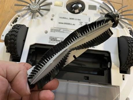 La brosse double pale caoutchouc et nylon n'est pas ce qui ce fait de plus efficace // Source : Frandroid / Yazid Amer