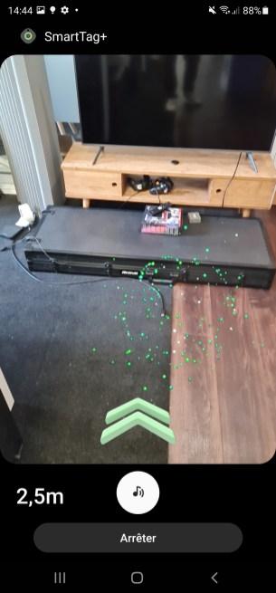 Parfois, l'animation censée vous indiquer où se trouve le SmartTag+ se trompe. Ici, le SmartTag+ était posé sur le meuble TV.