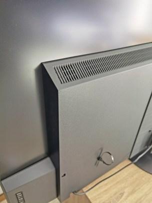 La partie contenant l'électronique plus épaisse que le reste.