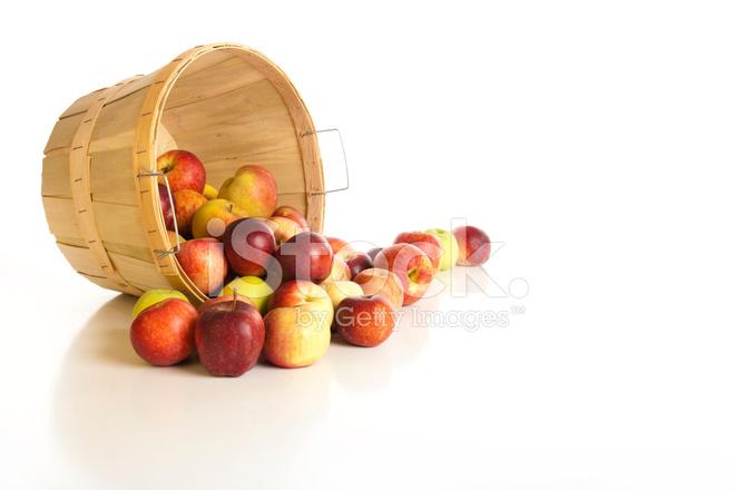 蒲式耳的白色襯底上的蘋果 照片素材 - FreeImages.com