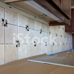 Kitchen Back Splashes Oil Rubbed Bronze Faucets 厨房瓷砖背飞溅的安装照片素材 Freeimages Com Premium Stock Photo Of 厨房瓷砖背飞溅的安装