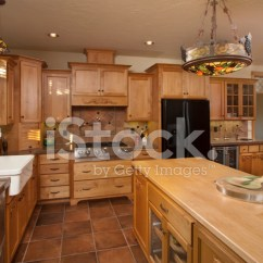 Kitchen Tile Floor Cabinets Near Me 现代厨房瓷砖地板照片素材 Freeimages Com Premium Stock Photo Of 现代厨房瓷砖地板