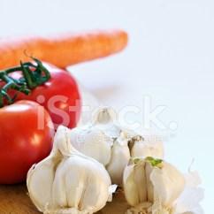 Kitchen Cutting Board Modern Lighting 大蒜 胡萝卜 西红柿在厨房切菜板照片素材 Freeimages Com Premium Stock Photo Of 西红柿在厨房切菜板