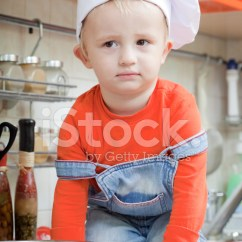 Kid Kitchens Red Kitchen Table Set 有趣的小孩在上厨房的厨师帽照片素材 Freeimages Com Premium Stock Photo Of 有趣的小孩在上厨房的厨师帽