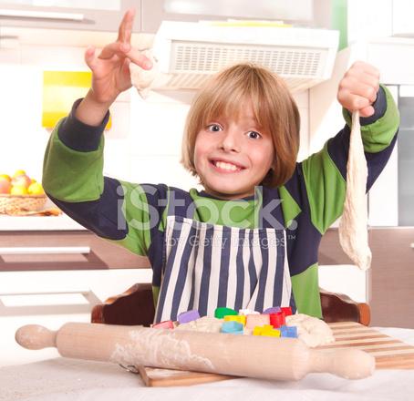 kid kitchens lowes kitchen appliance packages 在厨房里的小孩照片素材 freeimages com premium stock photo of 在厨房里的小孩