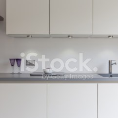 Kitchen Sink White Marble Island 灰色 白色厨房水槽 滚刀 眼镜照片素材 Freeimages Com Premium Stock Photo Of 眼镜