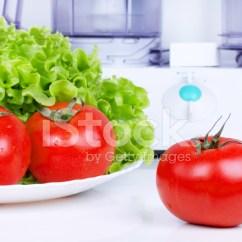 Kitchen Disposal Outdoor Kitchens Las Vegas 西红柿与绿色沙拉和厨房处理器照片素材 Freeimages Com Premium Stock Photo Of 西红柿与绿色沙拉和厨房处理器