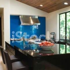 Modern Kitchen Backsplash Indoor Grill 在现代的厨房里的蓝色后挡板照片素材 Freeimages Com Premium Stock Photo Of 在现代的厨房里的蓝色后挡板