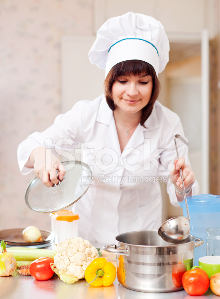 kitchen chief home depot remodel 女厨师在厨房里做饭照片素材 freeimages com premium stock photo of 女厨师在厨房里做饭