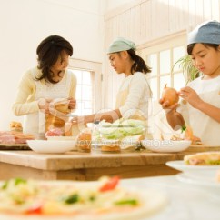 Macys Kitchen Aid Bakers Rack 日本小女孩和妈妈在厨房做饭照片素材 Freeimages Com Premium Stock Photo Of 日本小女孩和妈妈在厨房做饭